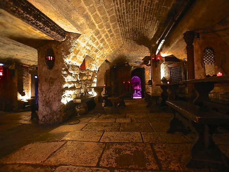 location des caves saint sabin paris 11e. Black Bedroom Furniture Sets. Home Design Ideas