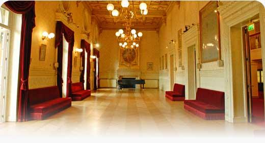 Grand Foyer Theatre Du Chatelet : Le thé tre du chatelet paris er