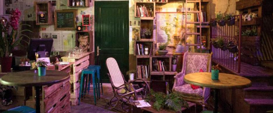 privatisation caf boh me insolite et atypique paris 4eme. Black Bedroom Furniture Sets. Home Design Ideas