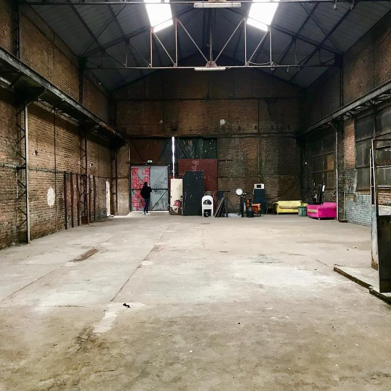 Hangar industriel désaffecté
