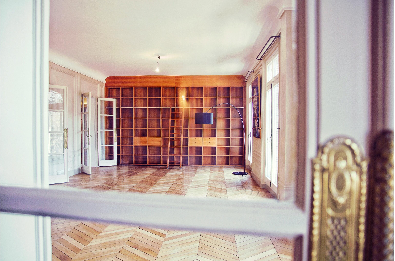 Privatisation location l 39 appartement haussmannien paris for Appartement meuble location paris