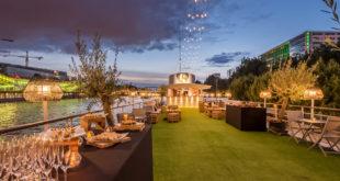 Bateau avec terrasse